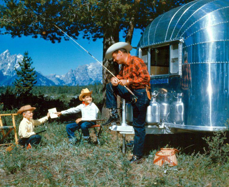 Airstream holidays_Family cowboys