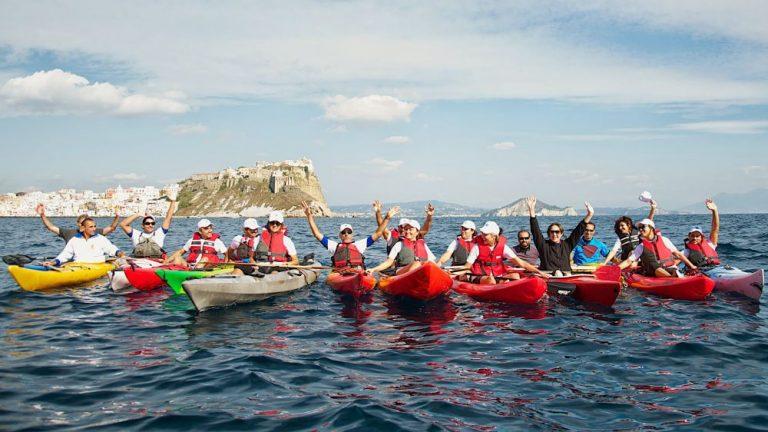 Escursione in kayak dall'Isola di Procida con ItalyAirstream Park